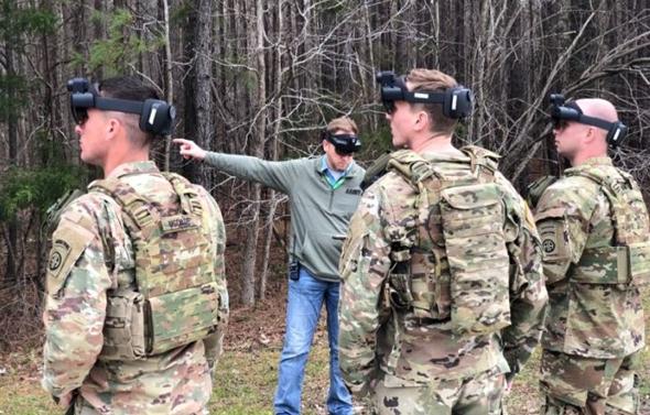 """הדגמת טכנולוגיות הולולנס בצבא ארה""""ב, צילום: CNBC"""