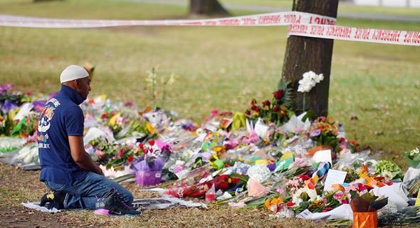 מתאבלים על נפגעי הטבח, צילום: אי פי איי