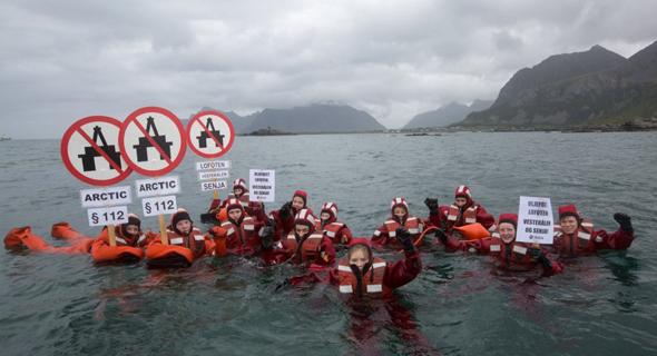 הפגנה בני נוער נגד קידוחי נפט איי לופוטן נורבגיה, צילום: Greenpeace