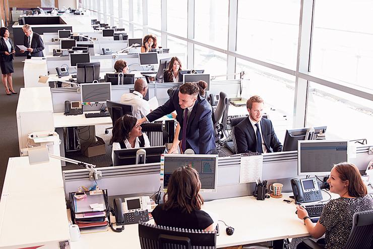 """סביבת עבודה. מעסיקים דוגלים ב""""עובד מביא עובד"""""""