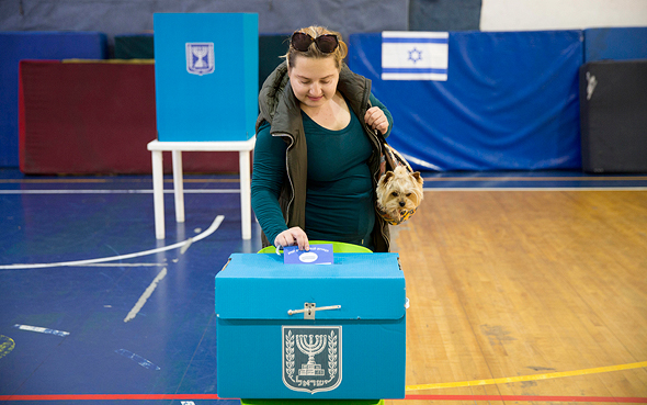 A woman voting in Israel's April 2019 election. Photo: AP
