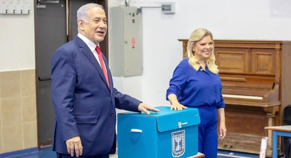 בני הזוג נתניהו הבוקר בקלפי בירושלים