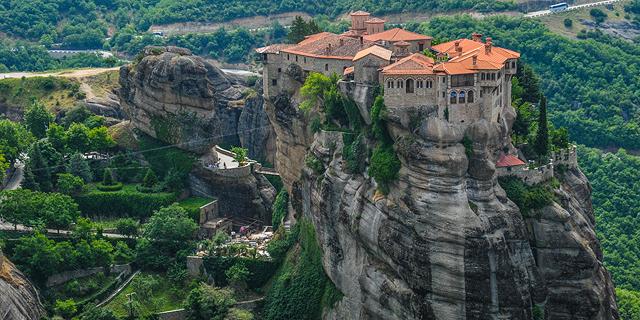 מתקרבים לשמיים: מקדשים ומנזרים על הרים וצוקים