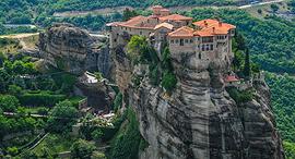 פוטו מקדשים על הרים מטאורה יוון, צילום: שאטרסטוק