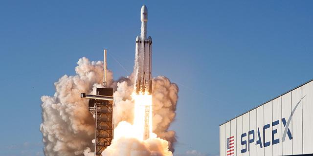 ספייס X מציגה: שיגור מסחרי ראשון של הרקטה החזקה בעולם