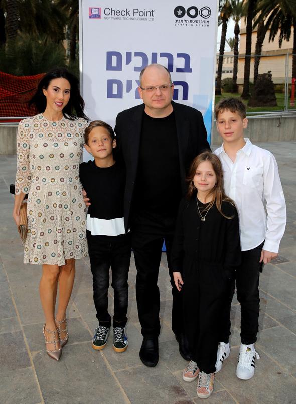 גיל שויד ומשפחתו, צילום: איציק בירן