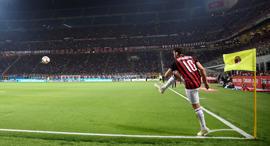 קרן מילאן הרמת קרן כדורגל אירופי, צילךום: רויטרס