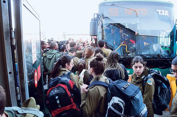 העומס על האוטובוסים בשל השבתת הרכבת ביום שישי