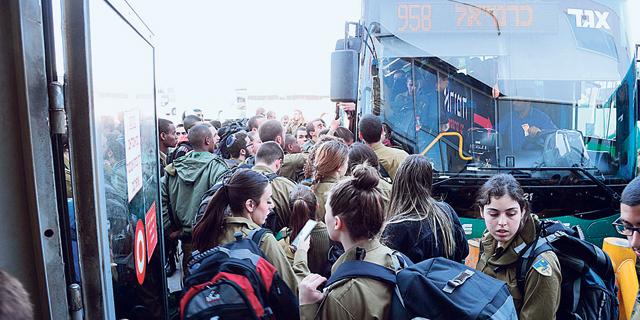 העומס על האוטובוסים בשל השבתת הרכבת ביום שישי, צילום: הרצל יוסף