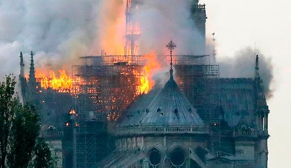 אש בקתדרלה