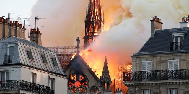 נוטרדאם עולה באש, צילום: רויטרס