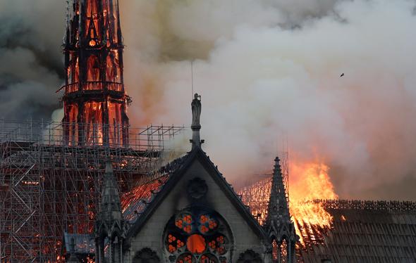 השריפה - כנסיית נוטרדאם פריז , צילום: איי אף פי