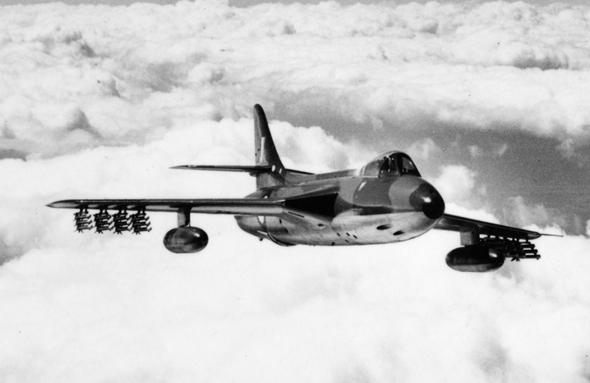 מטוס האנטר נושא רקטות למשימת אוויר-קרקע