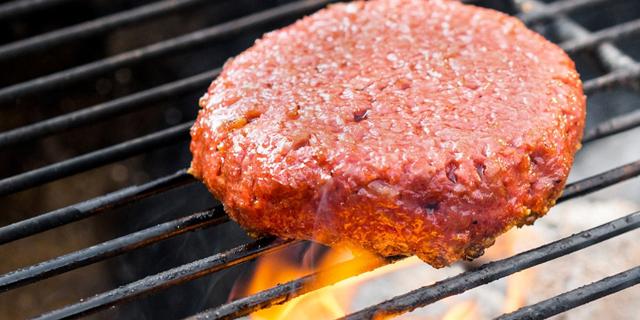 """המבורגר טבעוני. """"מאכלים שנחשבו רעים בעבר ייתפסו כמשהו מזין וטוב. דבר והיפוכו כמעט"""""""