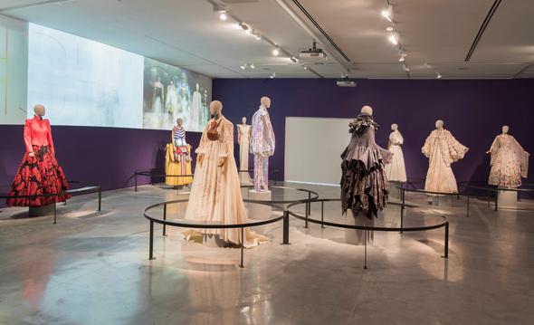תצוגת אופנה בגלריה המרכזית, שתופקע לטובת גרפיטי של הקהל הרחב, צילום: לורה לכמן