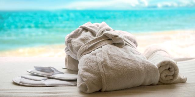 אחת ולתמיד: מה מותר לקחת מהחדר במלון בלי שייחשב לגניבה?