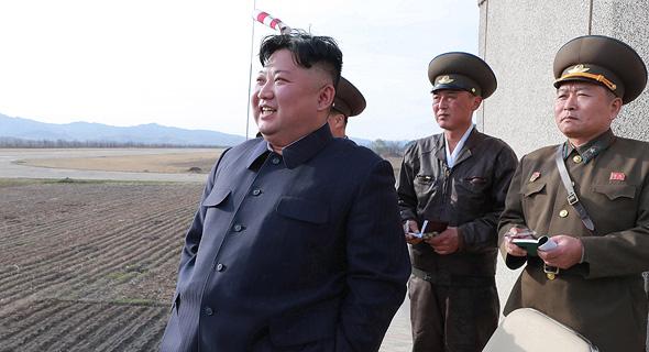 קים ג'ונג-און צופה בניסוי בנשק גרעיני טקטי