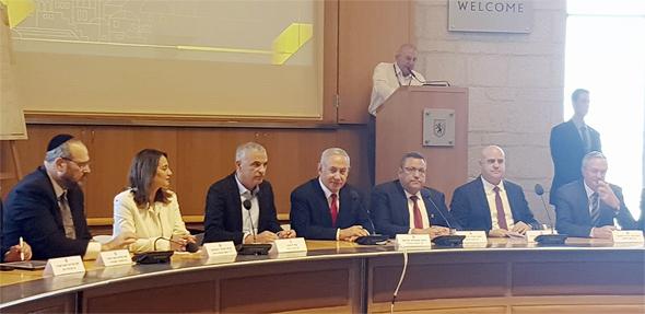 החתימה על הסכם הגג בירושלים. כ-23 אלף דירות חדשות יוקמו בעיר, צילום: דוברות עיריית ירושלים