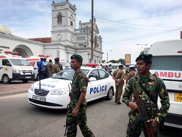 שוטרים באזור הפיגוע