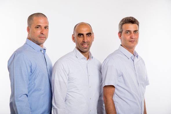 """בעלי מרכז העיר נדל""""ן: אלון קליין (מימין), אבשלום שגיא ועופר וילנצ'יק. אדפטציה למודל הצה""""לי"""