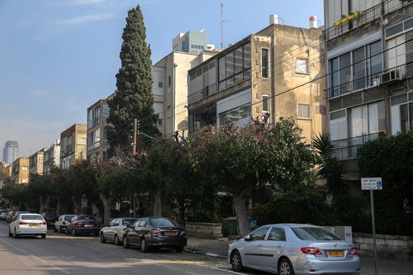 רחוב ארלוזורוב בתל אביב, שהקו הסגול יעבור בו. בעלי הנכסים התקוממו על הפקעת הגינות ומקומות החניה