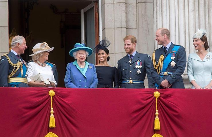 המלכה אליזבת וחלק מבני משפחתה