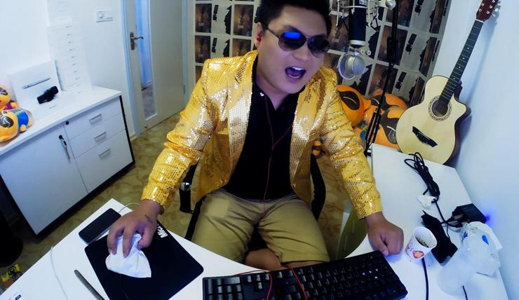 """""""ביג לי"""", מאבטח כפרי עני שנהפך למנחה קומי ב־YY. המשתמש הממוצע בסין צופה 7.2 שעות בשבוע בלייב־סטרימינג"""