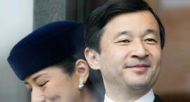 קיסר יפן הנכנס יורש העצר נרוהיטו עם אשתו נאסאקו, צילום: רויטרס