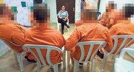 סדנת טיפול לעברייני מרמה באחד מבתי הכלא במרכז הארץ, צילום: יובל חן