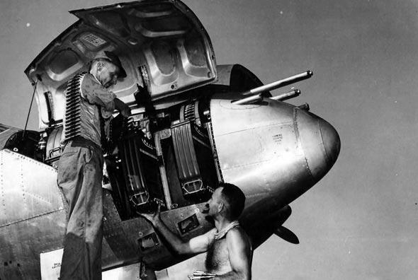 חרטומו של המטוס, בו חימושו הכבד