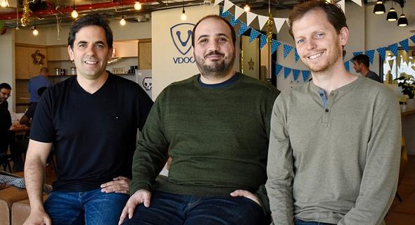 מימין: אורי אלטר, אסף קרס ונתי דוידי. מייסדי Vdoo