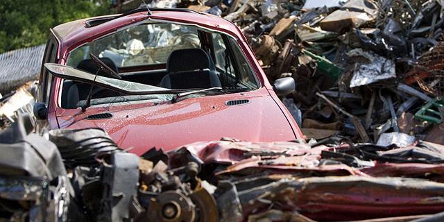 הצעת חוק: לחייב את חברות הביטוח לגרוט כל מכונית שניזוקה קשות
