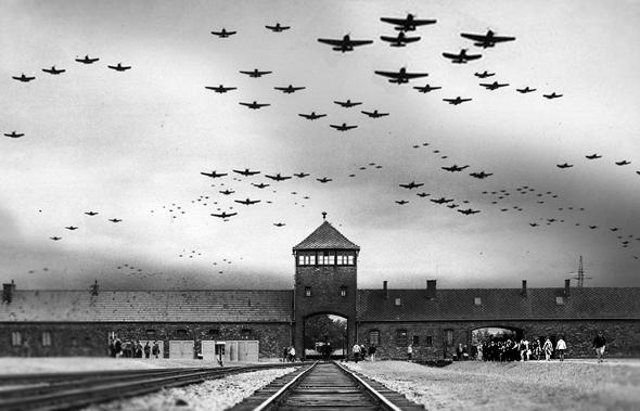 מטוסים אמריקאיים מעל למחנה ההשמדה (אילוסטרציה), צילום: USN+Earthtrekkers