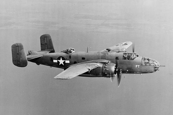 מפציץ בינוני מדגם B25, צילום: USAF