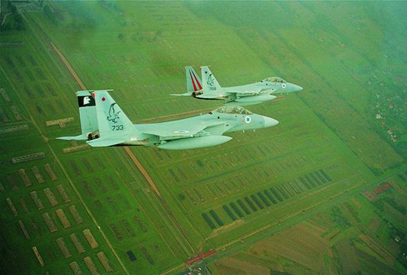 מטוסי חיל האוויר מעל לאושוויץ-בירקנאו, 2003, צילום: אתר חיל האוויר הישראלי