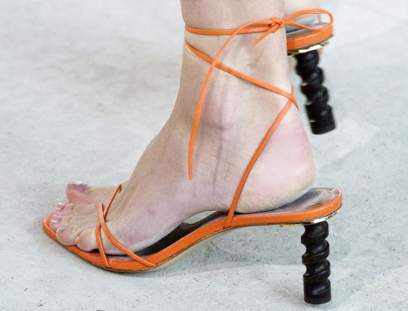 נעלי עקב מפוסלות Rejina Pyo