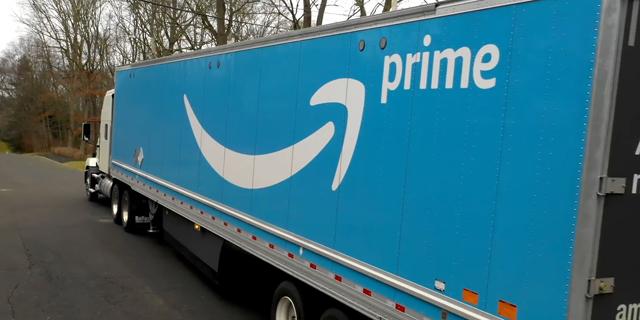 משאיות מתנגשות: אמזון רוצה להיות האובר של שילוח החבילות