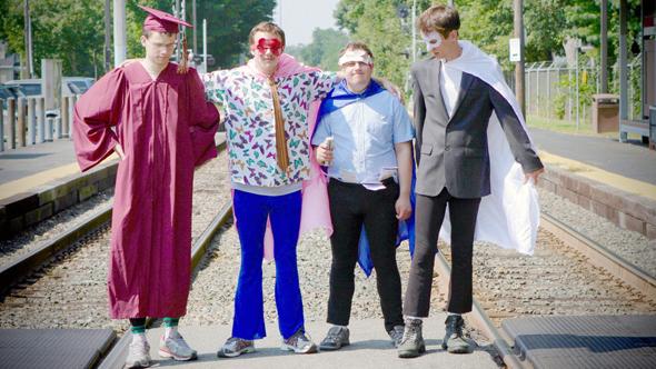 מימין לשמאל: נואה, איתן, ניו מייקל וג׳ק. כמו להקת בנים טובה, כל אחד מהם מגלם אישיות אחרת, צילום: באדיבות YES