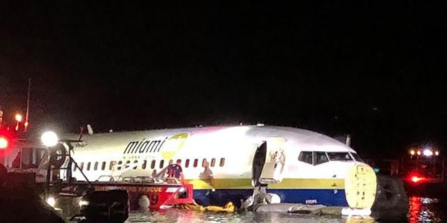פלורידה: מטוס בואינג 737 החליק בנחיתה לתוך נהר