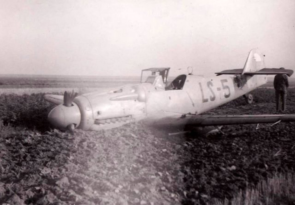 מטוס S199 צ'כי שנשתל בקרקע