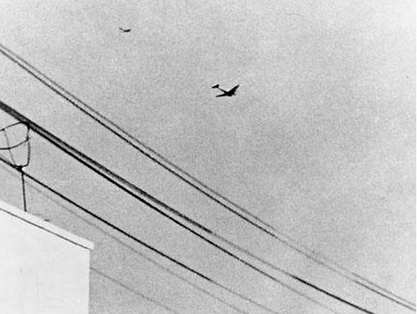 מטוסו של מודי אלון על זנבה של דקוטה מצרית