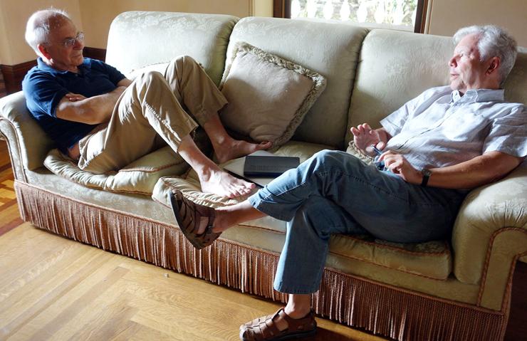 """תיילר (מימין) עם דניאל כהנמן. """"הייתי סטוקר שלו ושל עמוס טברסקי"""""""