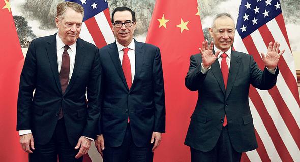 סגן ראש ממשלת סין ליו הי, שר האוצר האמריקאי סטיב מנוצ