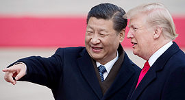 """מימין נשיא ארה""""ב דונלד טראמפ ונשיא סין שי ג'ינפינג, צילום: איי אף פי"""