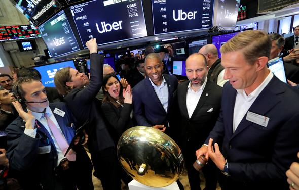 ריאן גרייבס (מימין) ביום הנפקת אובר בבורסת ניו יורק