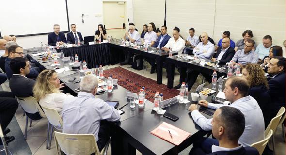 """הדיון בפורום 100 Dun's לבכירי ענף הרכב והתחבורה בישראל, אתמול. """"אנחנו חיים במדינה שמגיבה ולא מתכננת"""""""