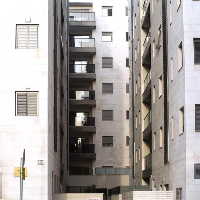 מוסף שבועי 16.5.14 אגרובנק בנייני אגרובנק עם מרחקים של 6 מטרים בין הדירות, צילום: תומי הרפז