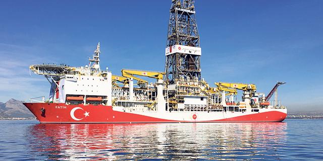 ספינת קידוח נפט, צילום: Firat Kozok