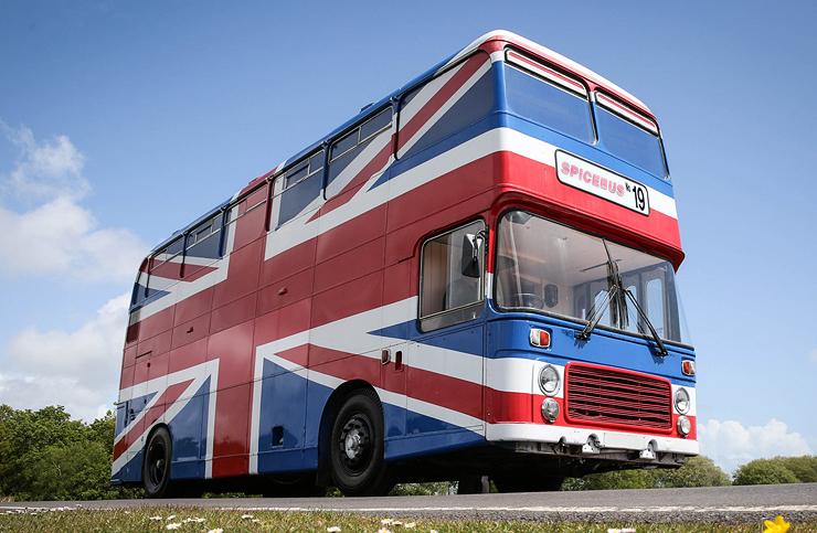 האוטובוס של הספייס גירלז, צילום: Airbnb