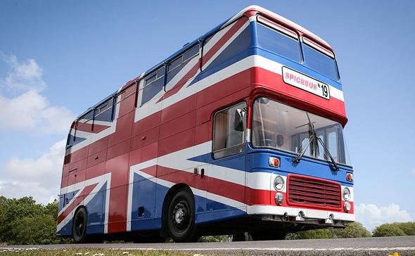 אוטובוס ספייס גירלס Airbnb בריטניה, צילום: Airbnb